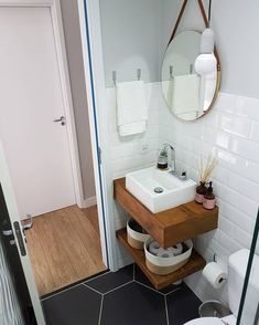 small bathroom decor Tips and trick smal bathroom remodeling cost. the solution for your on budget. Small Bathroom Sinks, Tiny House Bathroom, Bathroom Design Small, Bathroom Renos, Budget Bathroom, Bathroom Interior Design, Modern Bathroom, Bathroom Remodeling, Small Bathroom Ideas On A Budget