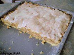 """Das perfekte Apfeldatschi """"Das ist noch ein altes Rezept von meiner Oma. Ein einfacher aber sehr leckerer Kuchen.""""-Rezept mit Bild und einfacher…"""