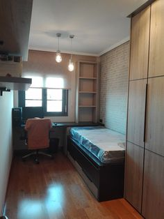 Proyecto decoración, muebles a medida, papel pintado, colorido e iluminación en León de dormitorio auxiliar #dormitorio #room #furnitura #wallpaper