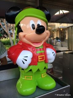 Mickey Elf Premium Popcorn Bucket...I wish I was there now so I could get it to go with my snowman one!