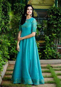 zari border details on yoke and sleeves Half Saree Designs, Sari Blouse Designs, Dress Neck Designs, Salwar Designs, Indian Gowns Dresses, Pakistani Dresses, Punjabi Dress, Frock Fashion, Fashion Dresses