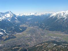 Garmisch-Partenkirchen und Wetterstein aus der Luft    http://www.paragliding365.com/blog/wp-content/uploads/2006/04/IMG_7472.JPG