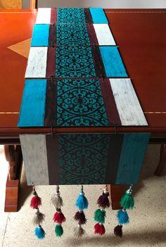 Camino de mesa en madera