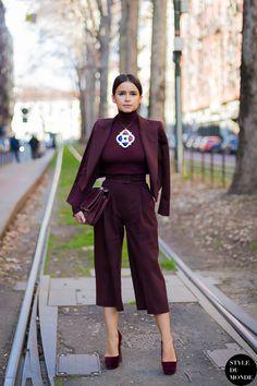 Imagina o look de calça compra e com outro colar. Ficaria mais comercial, mas mais palatável.