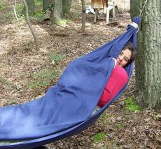 Step by step instruction on how to make a bed sheet hammock. No sew, just using sheet and paracord.