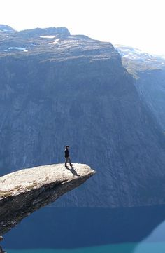 interesting...but not sure i wants to be on that ledge lol...but wow what a view it would be!!!