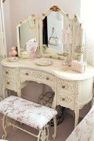 Adorable 90 Romantic Shabby Chic Bedroom Decor and Furniture Inspirations Romantic Shabby Chic, Shabby Chic Mode, Estilo Shabby Chic, Vintage Shabby Chic, Shabby Chic Style, Vintage Decor, Vintage Romance, Vintage Vanity, Vintage Style