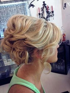 Really hoping to do my hair in a loose up do for a pageant! This one is adorable & easily recreated!