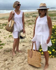 Passou dos Veja 32 looks para as regiões mais quentes do Brasil 60 Fashion, Older Women Fashion, Fashion Over 50, Women's Fashion Dresses, Cruise Outfits, Beach Vacation Outfits, Vacation Dresses, Fresh Outfits, Chic Outfits