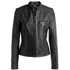 My zip-up leather jacket has a leather collar and detachable faux fur collar #newyearstylechallenge