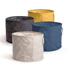 Le sac de rangement Libra. Rigide avec armature, il est idéal pour ranger peluches, jouets, linge... Décliné en 4 coloris pour garantir un esprit déco. En canvas pur coton enduit. Poignée verticale cousue. Dim. 40 x 50 cm.