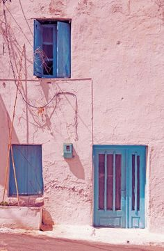 pink house blue windows