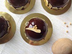 Kávové dortíky se zrcadlovou polevou Cheesecake, Pudding, Cupcakes, Desserts, Food, Tailgate Desserts, Cupcake Cakes, Deserts, Cheesecakes