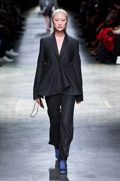 Christopher Kane Fall 2020 Ready-to-Wear Fashion Show - Vogue Christopher Kane, Vogue Paris, Suits For Women, Women Wear, Lacy Lingerie, Patchwork Dress, Vogue Russia, Fashion Show Collection, Mannequins