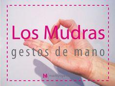 Los gestos formados con manos y dedos resuenan en todo el cuerpo y logran aportar toda una serie de efectos benéficos. En el yoga se llaman mudras.