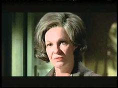 ¿Qué fue de tía Alicia? - (1969)----Una serie de inquietantes acontecimientos tienen lugar en la casa de la señora viuda Claire Marrable... Desde hace algún tiempo las amas de llaves que han entrado a trabajar a sus servicios han ido desapareciendo misteriosamente.