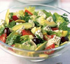 Salada Grega com Frango e Abacate | SaborIntenso.com