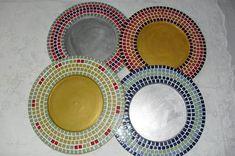 Sousplat em mdf com mosaico de pastilha de vidro e acabamento em pátina.  Pode escolher outras cores e formatos.  Valor por peça.  Aceita-se encomendas.