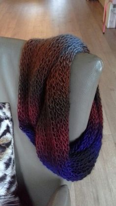 Fenna wool. Loomknitted infinity scarf, made by Juul
