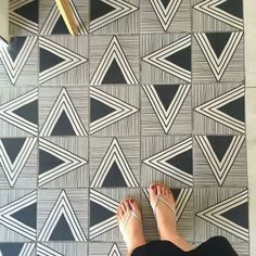 floor patterns Amazing pic by chrisphome keep tagg - flooring Floor Patterns, Tile Patterns, Textures Patterns, Floor Design, Tile Design, Geometric Tiles, House Tiles, Surface Design, Decoration