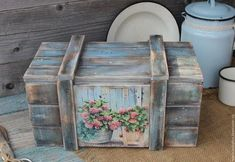 Ideas for decorating crates - découpage and paint Decoupage Furniture, Decoupage Box, Decoupage Vintage, Painted Furniture, Wooden Crates, Wooden Boxes, Wood Pallets, Tole Painting, Painting On Wood
