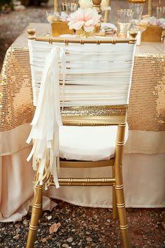 Silla dorada con blanco/ Decoración para tu boda.