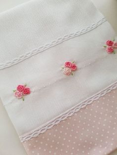 New patchwork baby blanket sewing ideas Handkerchief Embroidery, Towel Embroidery, Hand Embroidery Videos, Silk Ribbon Embroidery, Hand Embroidery Designs, Embroidery Stitches, Embroidery Patterns, Baby Sheets, Patchwork Baby
