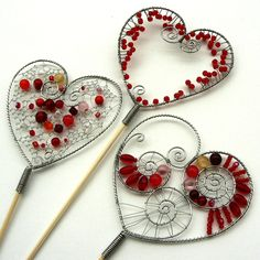 With Valentine's Day just around the corner, I thought it might be nice to have a feature on wire crafts and how you can use wire to craft so many decor and gift ideas - to make something whimsical or practical for someone you love. Wire Crafts, Metal Crafts, Jewelry Crafts, Wire Wrapped Jewelry, Wire Jewelry, Jewellery, Copper Wire Art, Love Craft, Beads And Wire