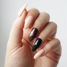 Tadaaaa! I mój biznesowy Total Nude nie taki całkiem nude, gdy się dołoży trochę klasycznej czerni i pyłek z serii Galaxy PS Na www.bellitkaa.com wpis z większą ilością zdjęć! #galaxynails #nudenails #officenails #blacknails #semilac #semilacnails #semigirls #happynails #instanails #nailstagram #manicurehybrydowy #hybrydy #easynailart #nailart #paznokcie #paznokciehybrydowe #dlon #longnails #dlugiepaznokcie #pazurki #nailinspiration #nailsdesign #nail #mani