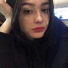 Image may contain: 1 person, selfie and closeup Plain Girl, Beautiful Girl Makeup, Cute Young Girl, Fake Girls, Selfie Poses, Girl Photography Poses, Girls Makeup, Tumblr Girls, Girl Face