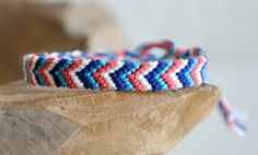 DIY – Chevron friendship bracelet - Top 10 DIY Fashionable Bracelets its simply awesomastic! Homemade Bracelets, Diy Bracelets Easy, Summer Bracelets, Bracelet Crafts, Cute Bracelets, Ankle Bracelets, Thread Bracelets, Embroidery Bracelets, Woven Bracelets