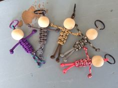 Items similar to Paracord people keychain - stocking stuffer - paracord accessories - paracord keychain - team color keychain - custom keychain on Etsy Paracord Knots, Paracord Keychain, Diy Keychain, Paracord Bracelets, Paracord Projects, Macrame Projects, Crafts To Do, Fall Crafts, Paracord Accessories