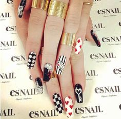 Kylie Jenner had a wonderful manicure by Japanese nail artist Miho Okawara. She had black and white nails with roses, hearts, stripes, writing and geometric design. Es Nails, Love Nails, How To Do Nails, Pretty Nails, Hair And Nails, Uñas Kylie Jenner, Alice In Wonderland Nails, Lines On Nails, Celebrity Nails