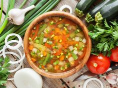 Cleanse and reset your diet with these healthy and simple soup recipes for everything from breakfast to dessert. Vegetable Soup Recipes, Healthy Soup Recipes, Diet Recipes, Weight Loss Meals, Clean Eating, Healthy Eating, Soup For Sick, Sacred Heart Diet, Sopa Detox