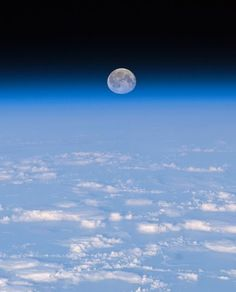 Space Pictures This Week: Sinking Moon