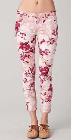 Large Floral Capri Skinny Jeans These floral J Brand skinny jeans feature faux front pockets and patch back pockets. J Brand Pants Printed Skinny Jeans, Printed Denim, Skinny Fit Jeans, Cute Fashion, Fashion Outfits, Floral Fashion, Cute Floral Dresses, Floral Jeans, Embellished Jeans