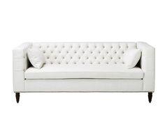 Lassen Sie sich inspirieren! Das Dreisitzer-Sofa DENERISim Chesterfield-Look ist der absolute Hingucker! Kreieren Sie mit dieser Couch Ihren eigenen Stil oder drücken Sie Ihre Persönlichkeit in Ihrem Zuhause aus. Das Sofa DENERISbesticht durch sein geradliniges Design und bietet Ihnen und Ihren Gästen auf dem bequemen Polster ausreichend Platz. Bereichern Sie Ihr Zuhause mit der modernen Variante des Klassikers.
