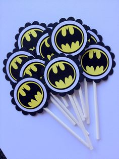 Shop for batman on Etsy, the place to express your creativity through the buying and selling of handmade and vintage goods. Birthday Crafts, 4th Birthday Parties, Birthday Party Decorations, 3rd Birthday, Birthday Ideas, Batman Birthday, Batman Party, Superhero Party, Batman Cupcakes