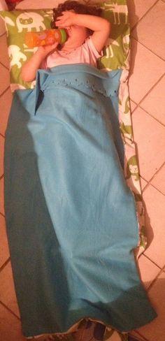 il sacco aperto con piccola che fa le prove...:-))