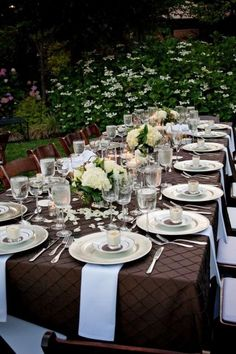 Tablescapes in chocolate - love it! Would have picked  Tiffany blue as my table napkin color.