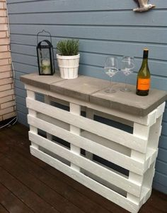 diy-pallet-furniture-ideas-patio-white-painted-bar-concrete-tiles -