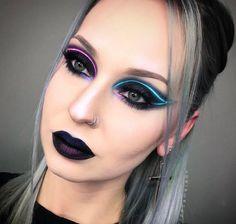 A gente pensa que já viu de tudo na internet, mas não. Dessa vez os makeup artists do Instagram resolveram criar o delineado neon. E não é difícil fazer.