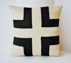 White Burlap pillow cover with black burlap by AmoreBeaute on Etsy