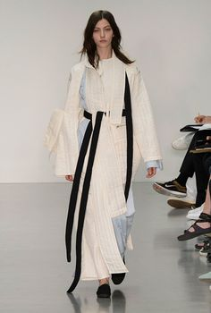 """CRAIG GREEN SPRING 2016 """"Designer's Aesthetic: interzone between Japanese workwear, medieval armour and ethereal ceremonial robes"""" Fashion Brand, Fashion Show, Fashion Outfits, Fashion Design, Mens Fashion, Deconstruction Fashion, Craig Green, Geometric Dress, Japan Fashion"""