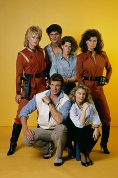 Still of Jane Badler, Marc Singer, Faye Grant, June Chadwick, Blair Tefkin and Jeff Yagher in V (1984)