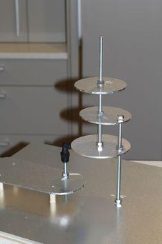 3d sculpted cake structure tutorial - Google Search Fondant Cake Tutorial, Fondant Flower Cake, Fondant Cakes, Cupcake Cakes, 3d Cakes, Fondant Bow, Gravity Defying Cake, Gravity Cake, Chocolate Fondant