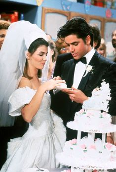 Uncle Jesse and Aunt Becky from full house Oncle Jesse, Becky Full House, Tio Jesse, Jessie, Full House Cast, Wedding Veils, Wedding Dresses, Wedding Cake, Aunt Becky