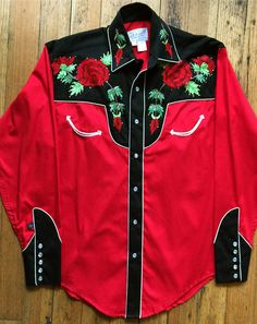 The original maker of the pearl snap western shirt. Rockmount's western wear collection includes vintage embroidered shirts, bolo ties, western hats and silk scarves. Vintage Western Wear, Vintage Cowgirl, Western Look, Vintage Ladies, Cowboy Outfits, Western Outfits, Western Shirts, Charro Quinceanera Dresses, Western Show Clothes