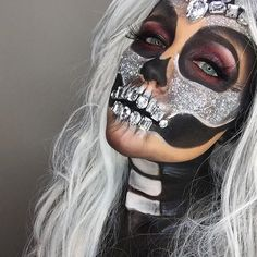 and glitter skull Jewel and glitter skull 50 Halloween Ideas For 2019 - Halloween Decor And Costumes - Velour Lashes in Darkside via Cool and Glamorous Skeleton Makeup Ideas 23 Sugar Skull Makeup Ideas for Halloween Amazing Halloween Makeup, Halloween Looks, Costume Halloween, Halloween Face Makeup, Pirate Halloween, Halloween Inspo, Fall Makeup, Adult Halloween, Halloween 2017