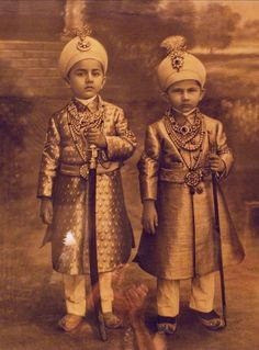 Indian princes from hydrabad http://www.pinterest.com/MasjasArtwork/asian-vintage/